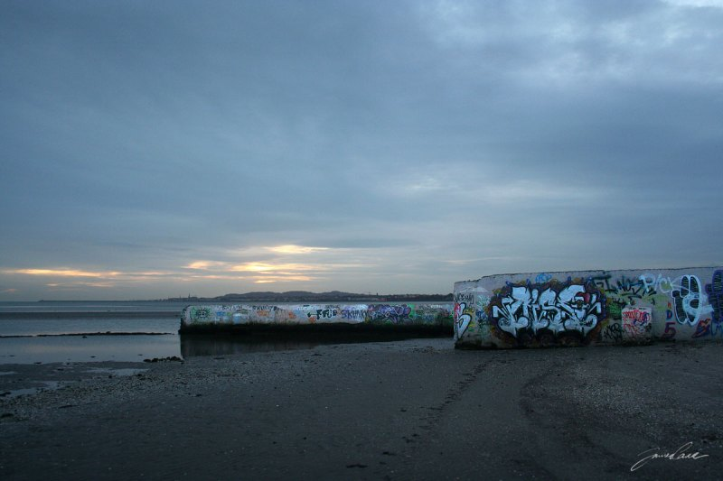 grafitti walls of sandymount baths