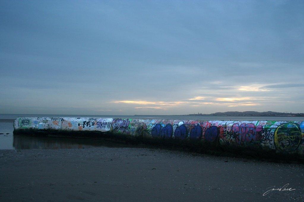 grafitti walls of sandymount baths